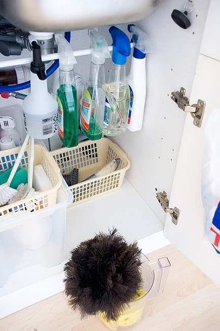 How to organize under a kitchen sink. -- Easy DIY small kitchen organization ideas and storage tips for your cabinets, your countertops, under your sink and in your pantry! I'll bet you could go to the dollar store or dollar tree and do these projects for cheap. These hacks are great for apartments! Listotic.com