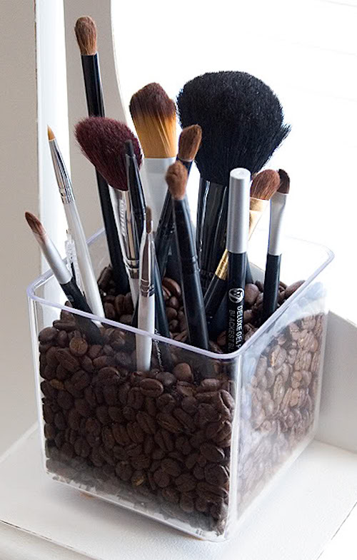 DIY Makeup Brush Holder using coffee beans! Easy DIY craft ideas for adults for the home, for fun, for gifts, to sell and more! Some of these would be perfect for Christmas or other holidays. A lot of awesome projects here! Listotic.com