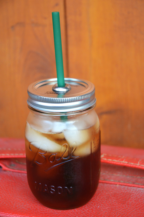 20 Of The Best Mason Jar Projects | Turn mason jars into to-go cups!