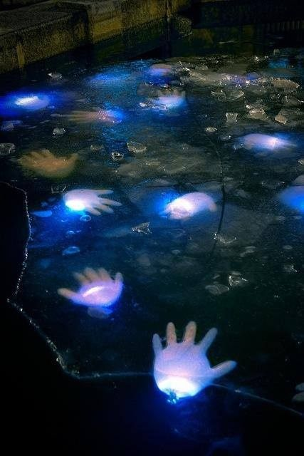 20 Cool Glow Stick Ideas | Glow Stick Floating Hands