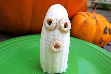 Breakfast ghost banana healthy Halloween snacks ideas.