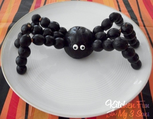 Fruit spider creative recipes for kids.