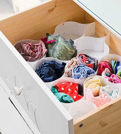 33+ Helpful Moving Tips Everyone Should Know ~ Keep your lightweight items in your drawers. Saves time, space and boxes!
