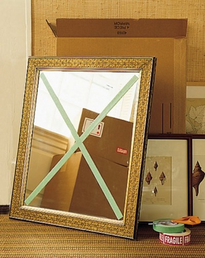 Absorb shock and keep the glass in the frame with masking tape. - Lots of clever moving, packing and organizing tips for houses, apartments and out of state or long distance moves! Moving into a new house? Here you will find clever moving hacks everyone should know, including a moving checklist. Listotic.com