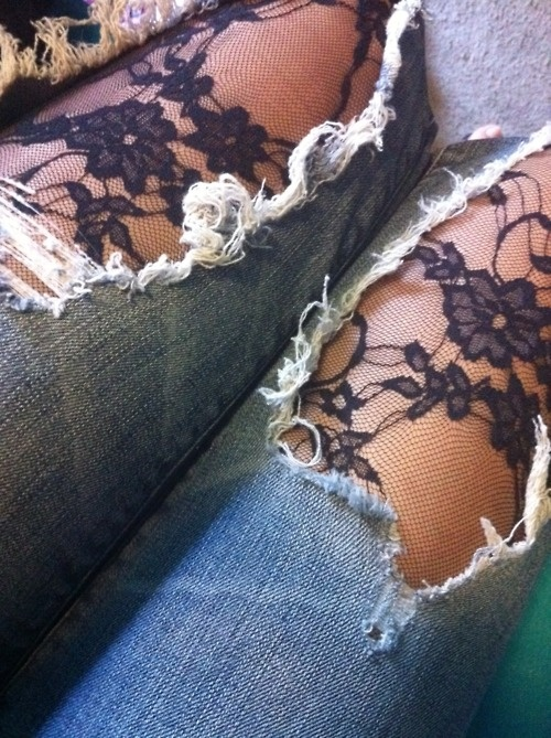Wear pretty tights under ripped jeans! ~ A great list of DIY style, clothing and life hacks every girl should know! Everything from organization to bra straps! Tips for teens and women. Listotic.com