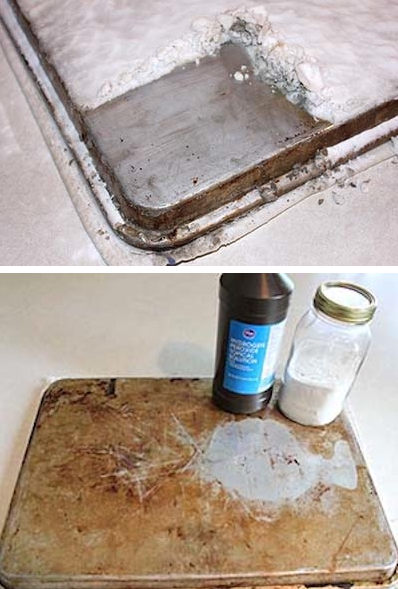How to clean cookie sheets and cooking trays -- DIY household cleaning tips, tricks and hacks for your home bathrooms, kitchens, bedrooms, floors, furniture and more! Perfect for a lazy girl like me. Listotic.com