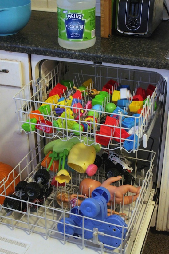 The best way to clean kids toys using vinegar in the dishwasher. -- DIY household cleaning tips, tricks and hacks for your home bathrooms, kitchens, bedrooms, floors, furniture and more! Perfect for a lazy girl like me. Listotic.com