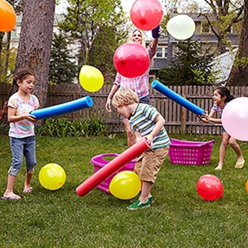 32 Of The Best DIY Backyard Games You Will Ever Play - Super fun game for kids using pool noodles and balloons. :)