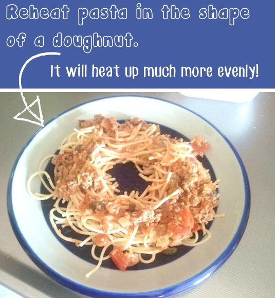 #8. The smart way to reheat pasta! ~ 36 Kitchen Tips and Tricks That Nobody Told You About