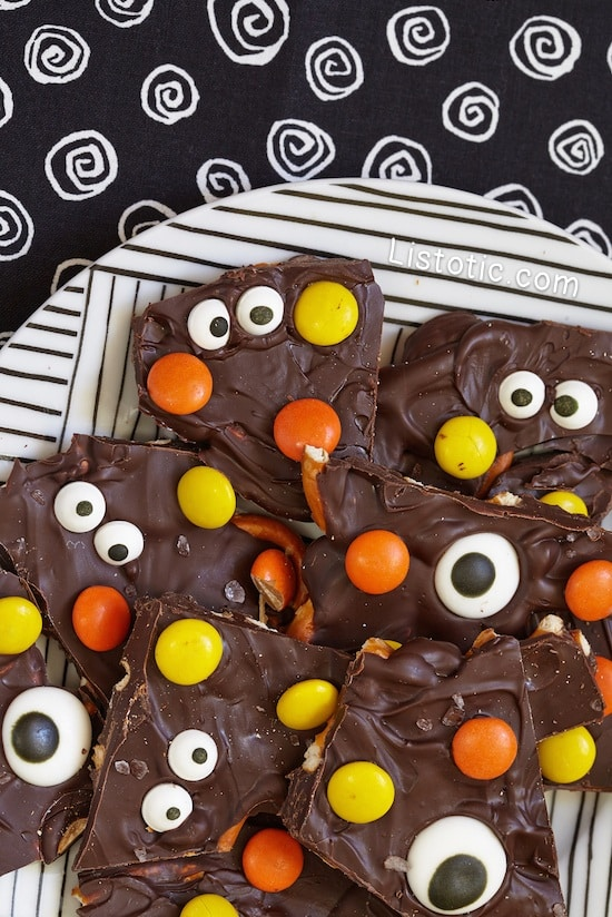 #11. Easy Halloween Bark | 15 Super Easy Halloween Treats To Make