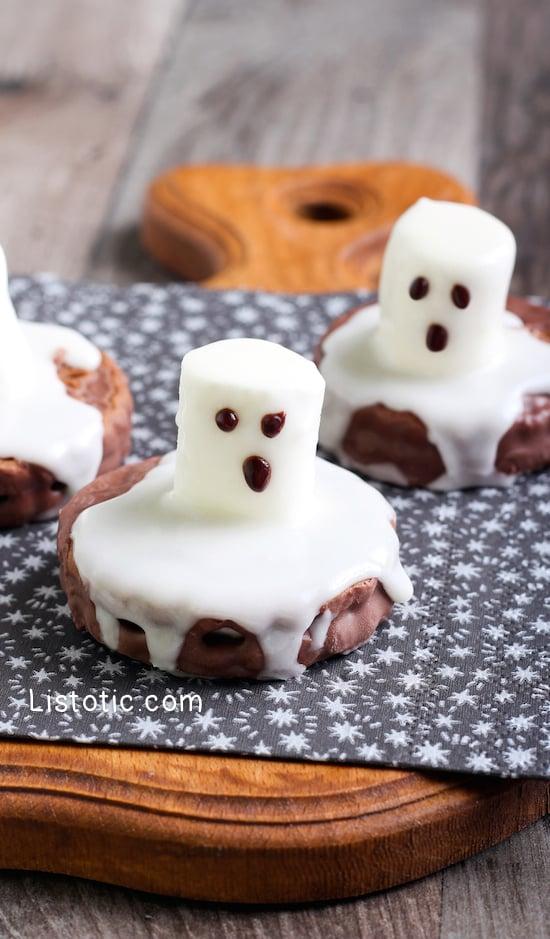 #4. Easy Ghost Cookies | 15 Super Easy Halloween Treats To Make