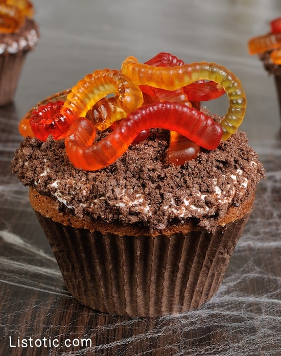 #6. Gummy Worm Cupcakes | 15 Super Easy Halloween Treats To Make