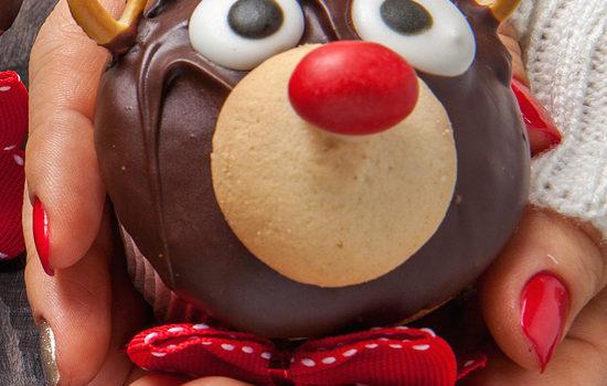 Super Easy & Cute Reindeer Cupcakes