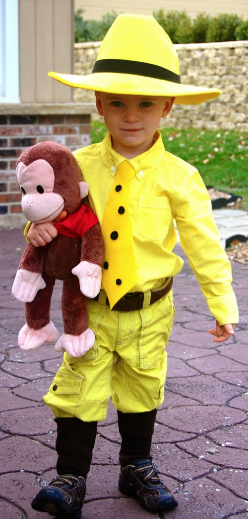 30 Easy DIY Halloween Costumes For Kids (Boys and Girls!) | Cute costume idea for toddlers! The Man in the Yellow Hat and Curious George.