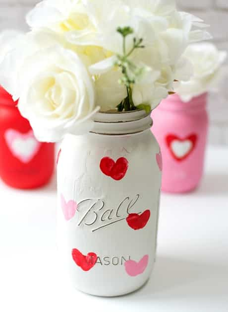 Special thumbprint DIY mason jar valentine gifts. Great vases for your special Valentine.