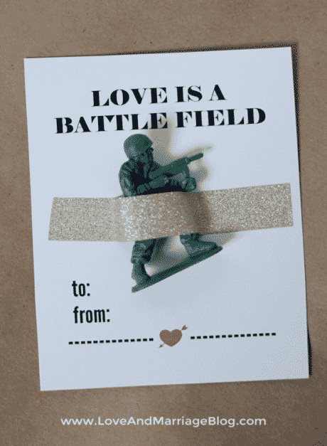 Army figurines for Valentine's Day. Free printable for the card.