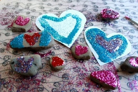 Examples of DIY Valentine crafts with rocks and glitter. A kid favorite!