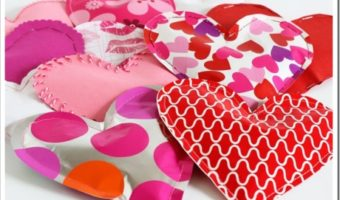 Candy filled paper hearts craft for Valentine's Day. Hand stitched or use sewing machine to master these DIY Valentine's cards.