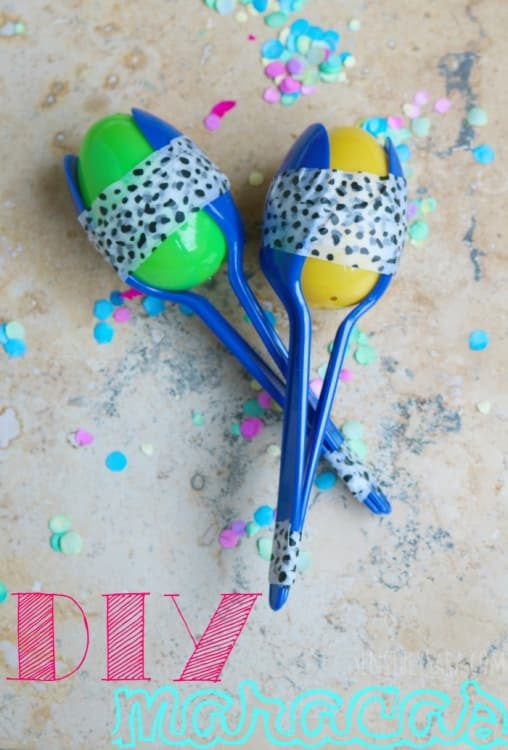 Reuse your plastic spoons and leftover easter eggs to create this fun washi tape maraca! Celebrate cinco de mayo with a fun easy maraca craft.
