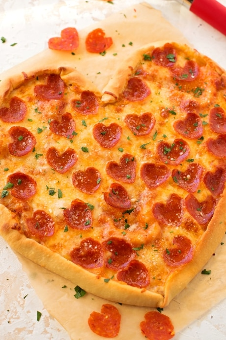 fun cheap dates that aren't Netflix; build your own pizzas at home date night for couples