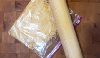 Crushed crackers and rolling pin