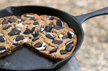 A giant Oreo skillet cookie in a skillet.