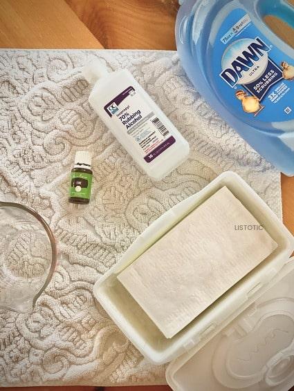 Handtuch mit Babytüchern Spülmittel, Alkohol und ätherischen Ölen, um DIY Lysol Wipes Tücher herzustellen