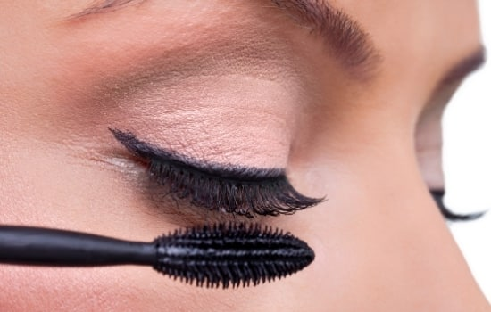 basic makeup tips and tricks to achieve thick lashes coat the other side is one of the great mascara hacks